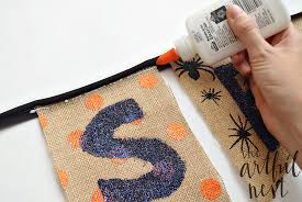 the artful nest spooky halloween banner tutorial