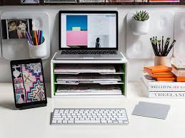 Wall Mount Laptop Desk by Best 25 Desk Setup Ideas On Pinterest Office Desk Accessories