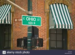 Sign Awning Illinois Chicago Ohio Street Sign On Traffic Signal Green Striped