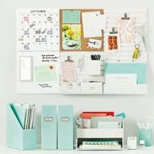 College Desk Organization by Desk Organized Maybe Put Hanging Stuff On A Side Wall So That