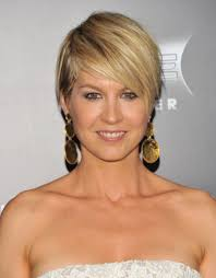 jenna elfman layered razor cut short hairstyles lookbook