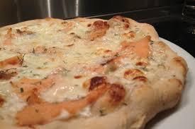 cuisiner saumon fumé pizza au saumon fumé recette pizza au saumon fumé envie de