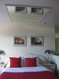 chambre avec miroir l it avec miroir au plafond photo de motel des pays d en haut val