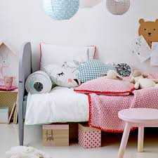 etagere maison bloomingville 7 idées déco à suivre pour une chambre d u0027enfant tendance marie