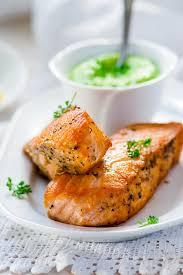 cuisiner du saumon saumon rôti aïoli et légumes verts