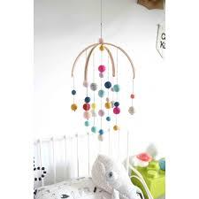 mobile chambre enfant mobile boules de feutre coloré pour chambre d enfant calm for