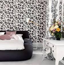 chambre noir blanc déco chambre noir blanc avec papier peint à fleurs
