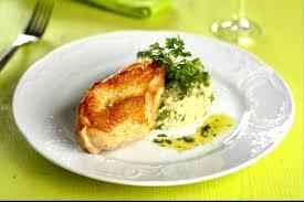 cuisiner filet de poulet recette de filet de volaille au pesto riz pilaf facile et rapide