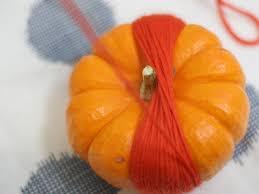 diy thanksgiving yarn pumpkins