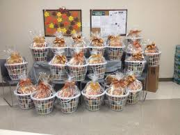 florida peninsula gives back team prepared 27 baskets filled with
