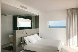 salle de bain dans une chambre chambre à coucher salle de bain dans chambre contemporaine le