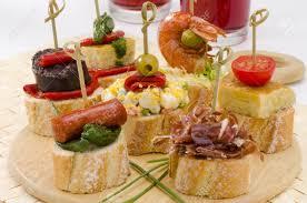 cuisine espagne montaditos cuisine espagnole tranché surmonté d une variété d