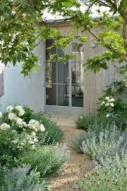 White Rocks For Garden by Best 25 Gravel Path Ideas Only On Pinterest Pebble Walkway
