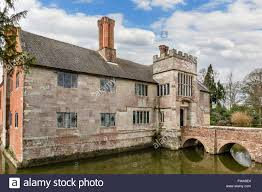 House With A Moat Baddesley Clinton A Moated Manor House Near Warwick Warwickshire
