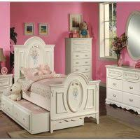 Hello Kitty Wall Mirror Bedroom Ideas Hello Kitty Bedroom Theme For Gils With Pink White