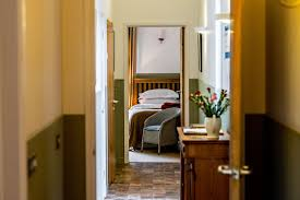 the piggery east holiday cottage in avington hampshire
