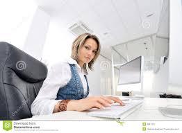 femme de bureau femme au bureau image stock image du assez fille 9841701