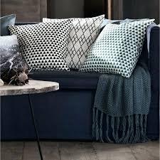 plaid turquoise pour canapé plaid turquoise pour canape nacgligemment posac sur le bout du