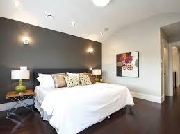 mur de couleur dans une chambre un mur de couleur sombre pour votre chambre bricobistro