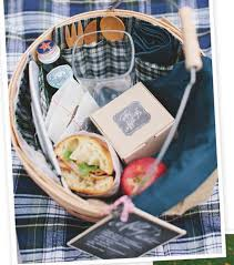 picnic basket ideas 25 fall diy picnic food ideas and crafts to do this weekend