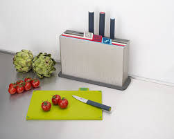 joseph joseph index with knives colour coded chopping board