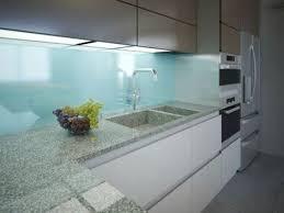 credence stratifié cuisine quels matériaux pour la crédence de cuisine verre inox métal