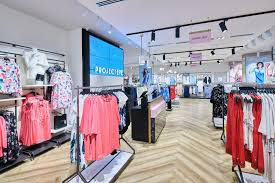 store in mumbai reliance retail launches project store in mumbai