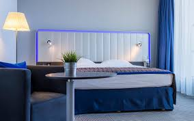 hotel rooms park inn by radisson in budapest guest room with blue mood colour