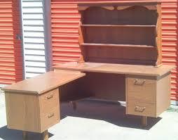 Desks With Shelves by Best 25 Wooden Corner Desk Ideas On Pinterest Small L Shaped
