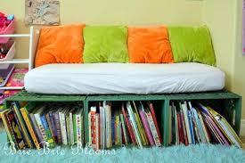 petit canapé pour enfant rangement des jouets au design ludique pour une chambre d enfant