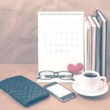 pochette bureau bureau café avec téléphone pile de livre pochette coeur