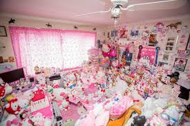 woman 29 repels men massive kitty collection ny