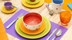 piatti e bicchieri di plastica colorati dalani piatti belli eleganti per tutti i giorni o per le feste