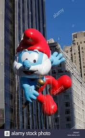 central park thanksgiving papa smurf balloon moves down central park west during macy u0027s