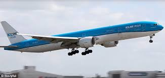 767 Best Halloween Or Gothic by Boeing 777 Sways As It Comes In To Land In Amsterdam Daily Mail