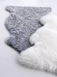 Faux White Sheepskin Rug Best 25 Faux Fur Rug Ideas On Pinterest White Fur Rug Fur Rug