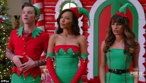 Seeking Santa Episode Glee S Lea Michele Naya Rivera And Chris Colfer Are Santa S