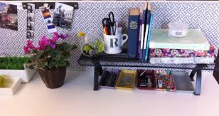 inspiring office desk decor ideas interiorvues Floral Desk Accessories