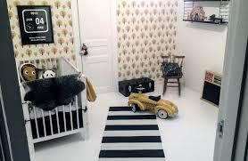 la chambre des propri aires une chambre cosy et vintage avec le papier peint dotty de la marque