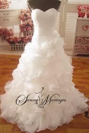 robe de mari e sirene robe de mariée bustier asymetrique sirene et jupe en froufrou ou