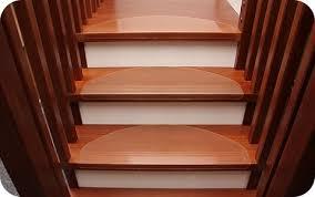 treppen rutschfest machen transparente stufenmatten aus kunststoff stufenschutz