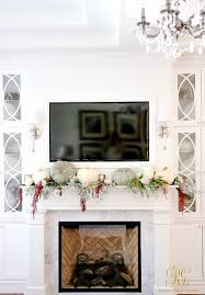 tips on how to dress your mantel for thanksgiving