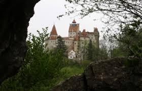 airbnb dracula celebrate halloween in dracula u0027s castle 106 1 the corner
