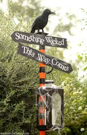 Crafty Outdoor Halloween Decorations by 483 Best Halloween Decor Images On Pinterest Halloween Crafts