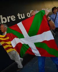 Estelada Flag Pro Independence Supports Hold Up An U0027 U0027estelada U0027 U0027 Or Catalan Pro
