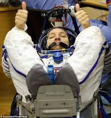 space capsule with 3 astronauts blasts off to orbiting lab daily