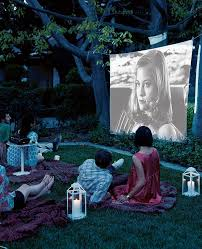 Backyard Projector Best 25 Backyard Movie Screen Ideas On Pinterest Outdoor Movie