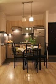 parquet flottant dans cuisine parquet stratifi cuisine sols des solutions pour imiter le bton cir