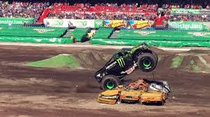Monster Jam 2016 Rotterdam The Netherlands Grave Digger Crash