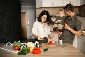 cuisine en famille famille dans la cuisine télécharger des photos gratuitement
